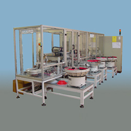 Pallet assembly system for plastic parts